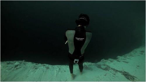 base_jump_underwater01