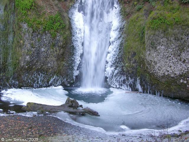multnomah_falls_pool_winter_2005