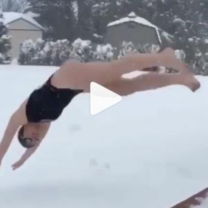 #snowchallenge(スノーチャレンジ)が海外のInstagramで話題に!水着で雪にダイブ!