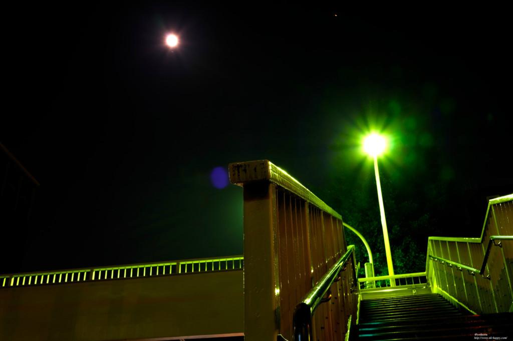 壁紙3街灯と月
