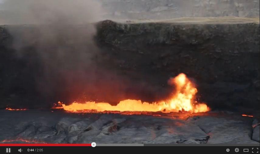 【実験】火山に満タンのガスタンクと水タンクを投げて比べてみた