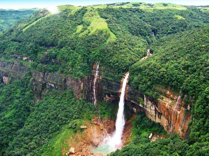 インド Nohkalikai Falls