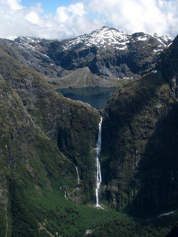 ニュージーランド Sutherland Falls (サザーランドの滝)