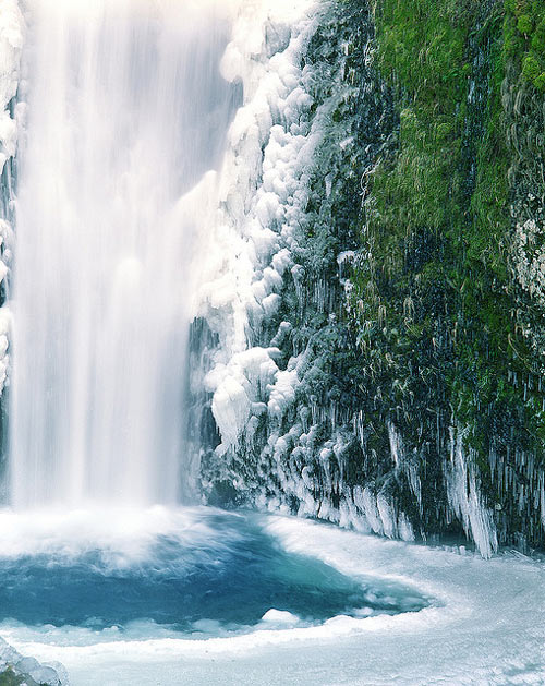 cold_feet_at_multnomah_falls