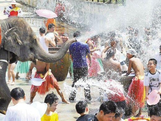 出典:タイの水かけ祭り2015