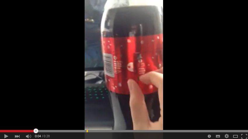 ラベルがリボンに!海外のコカ・コーラのクリスマスボトルが素敵過ぎる!日本でも是非採用を