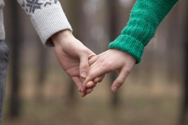 その「恋愛」は単純接触の原理かも?接触回数が多ければ親密度が増す