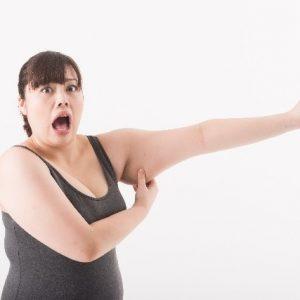 二の腕だけが太いのはむくみかも?原因と対策について