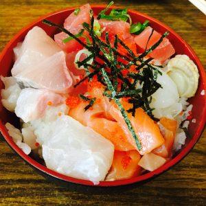 大三島の大漁で海鮮丼を食べてきた。しまなみ海道の必食グルメ
