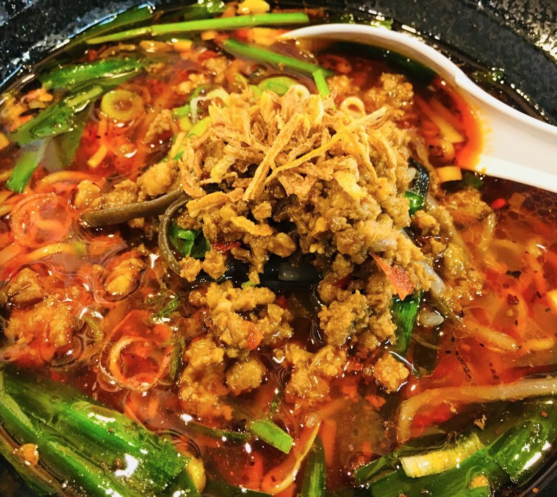 福岡の絶品担々麺。大名ちんちんの担々麺・台湾ラーメンレビュー。大辛にチャレンジして汗だく。